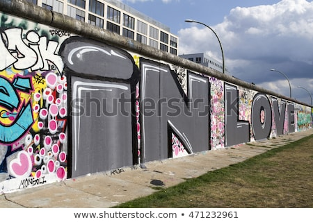 berlin-wall-graffiti-love-berliner-450w-471232961